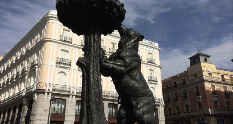 Estatua del oso y el madroño, símbolo de Madrid