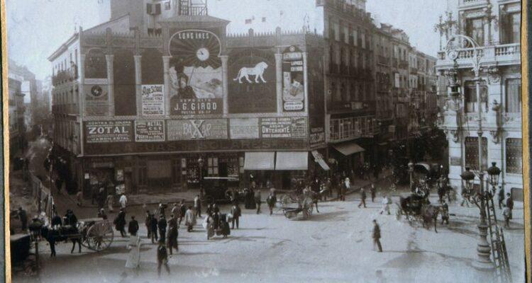 Plaza de Canalejas entre la Carrera de San Gerónimo y calle de la Cruz. Octubre de 1912 Servicio Fotográfico Municipal