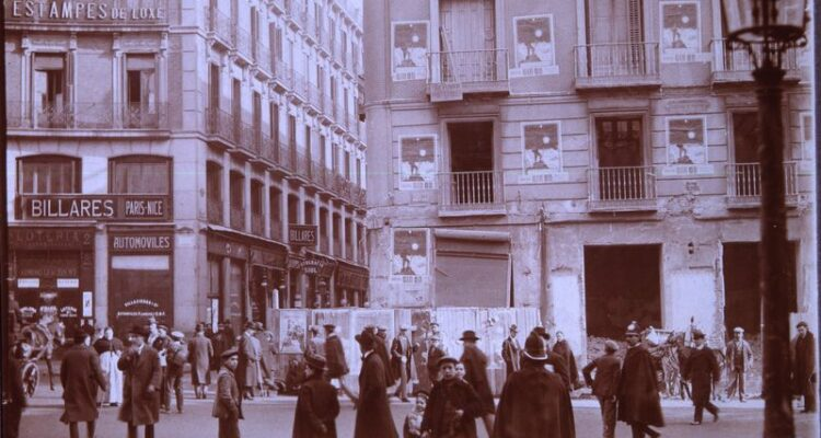 Plaza de Canalejas 1913. Derribo de la casa nº 1 de la calle del Príncipe / con vuelta a la Carrera de San Gerónimo/ 20 de Enero de1913. Servicio Fotográfico Municipal