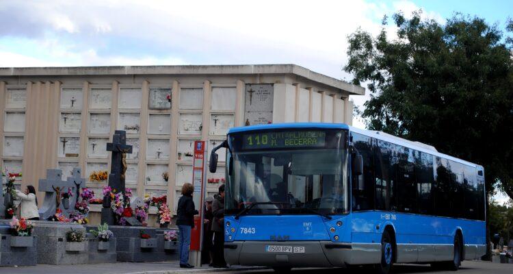 Autobuses con destino a los camposantos
