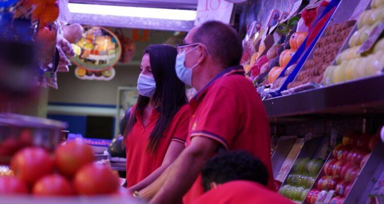 Puesto frutas Mercado Las Águilas
