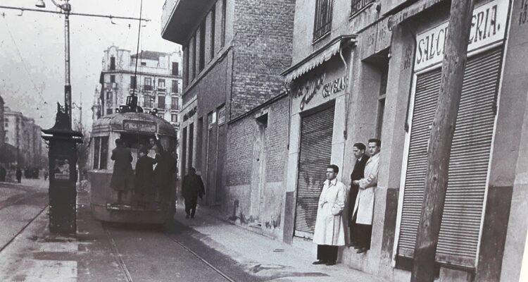 Tranvía en calle de Argaznuela