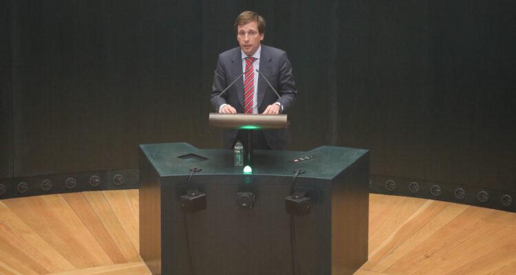 José Luis Martínez Almeida en el Pleno municipal