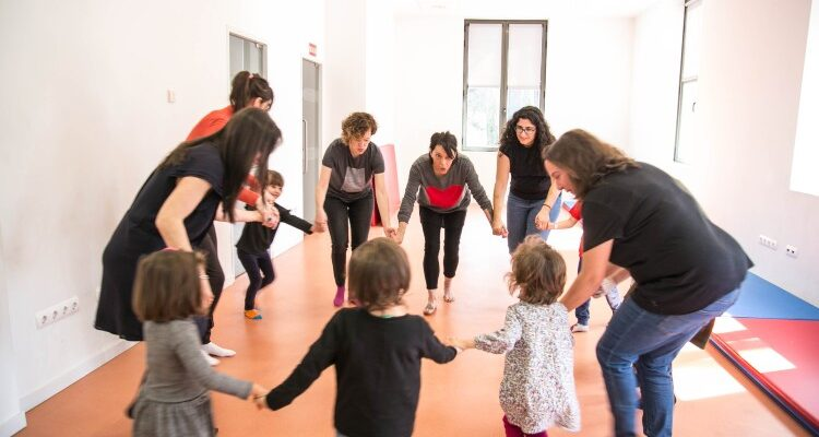Juegos de movimiento, taller de iniciación a la música 'afro' en familia