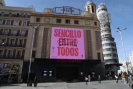 'Sencillo entre todos', en la pantalla gigante de Callao