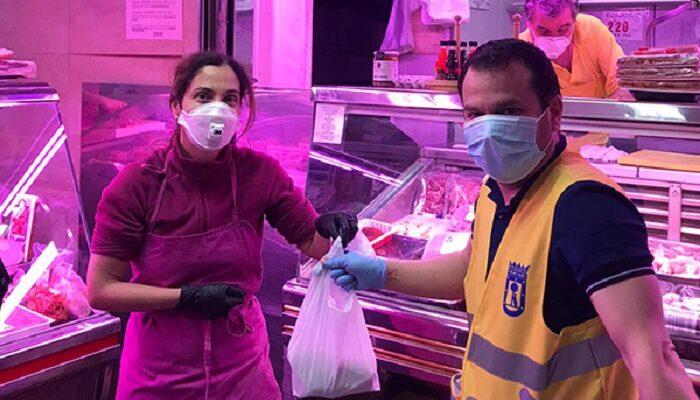Haciendo la compra para personas mayores durante la pandemia