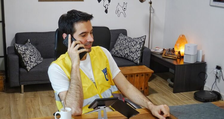 Acompañamiento telefónico a personas mayores solas durante la pandemia