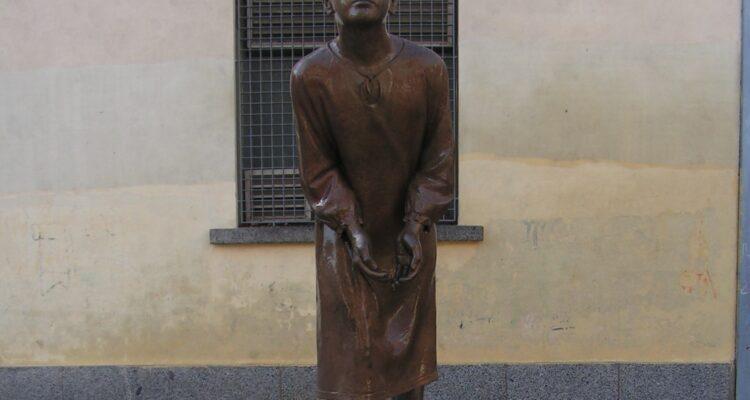 'La mensajera' nos recuerda en Aravaca el lugar donde estuvo la oficina de Correos