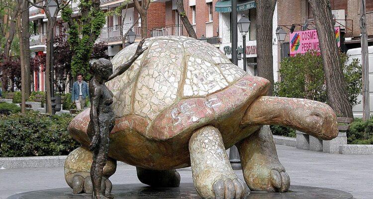 'Mujer con tortuga', en Villaverde