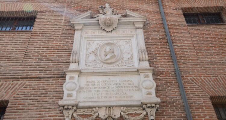 Placa Cervantes en el Convento de las Trinitarias