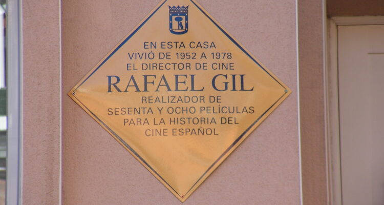 Placa en homenaje al director de cine Rafael Gil (memoriademadrid.es)