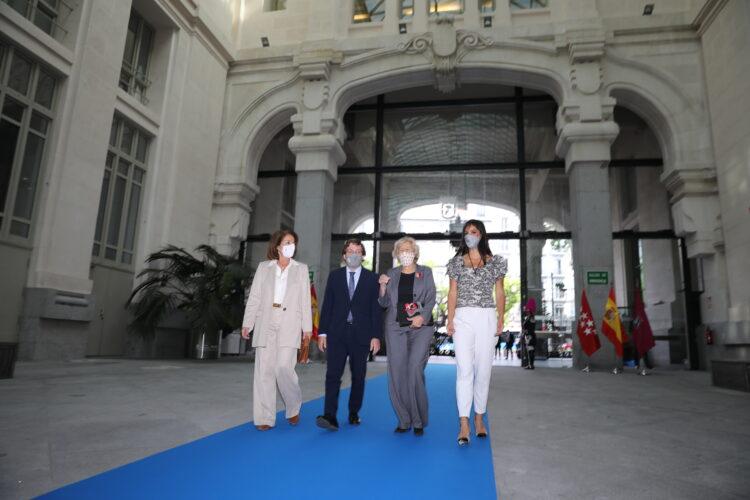 El Ayuntamiento concede la Medalla de Honor de Madrid a Ana Botella y Manuela Carmena