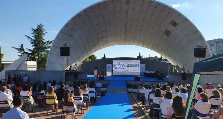 homenaje que la Junta Municipal ha realizado a la comunidad educativa del distrito