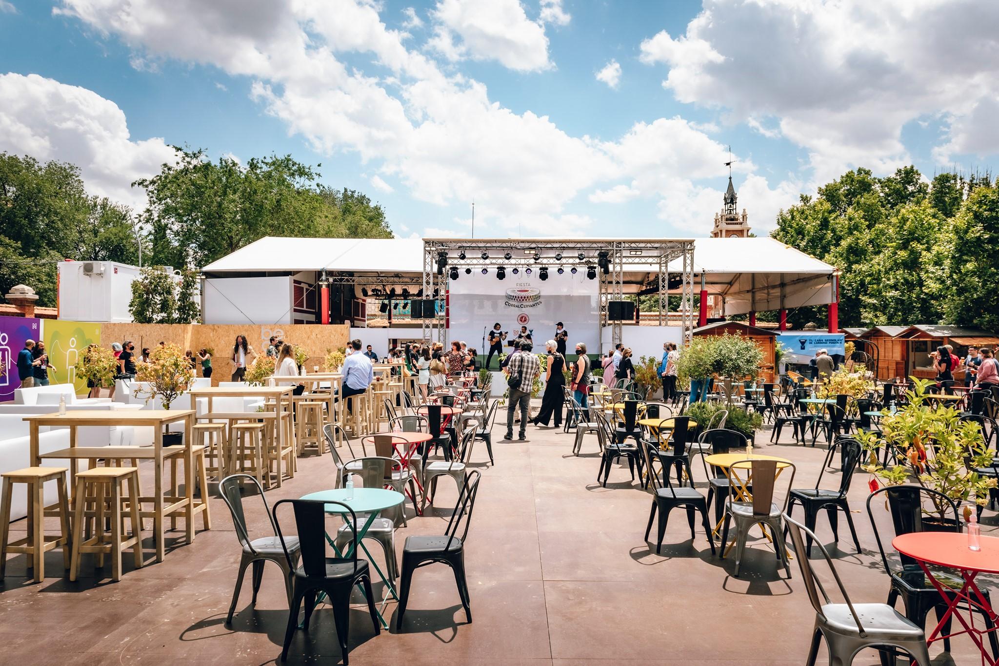 Escenario y montaje exterior del la Fiesta Corral de Cervantes edición V