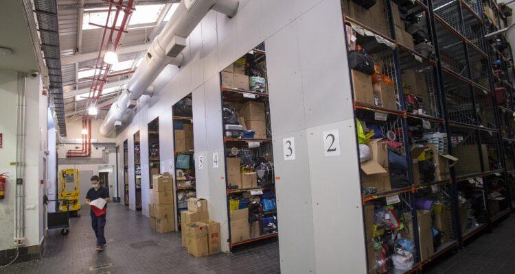 Interior del depósito de los objetos perdidos