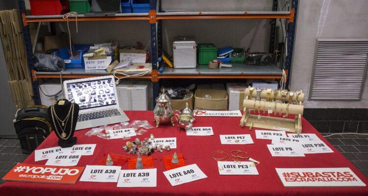 Algunos de los objetos que se subastarán