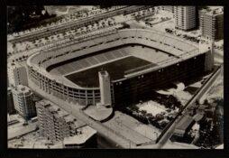 El estadio Santiago Bernabéu. Postal de entre 1955 y 1960 de Memoria de Madrid
