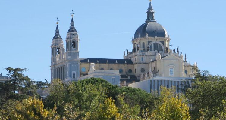 Catedral de La Almudena, vista desde la Casa de Campo