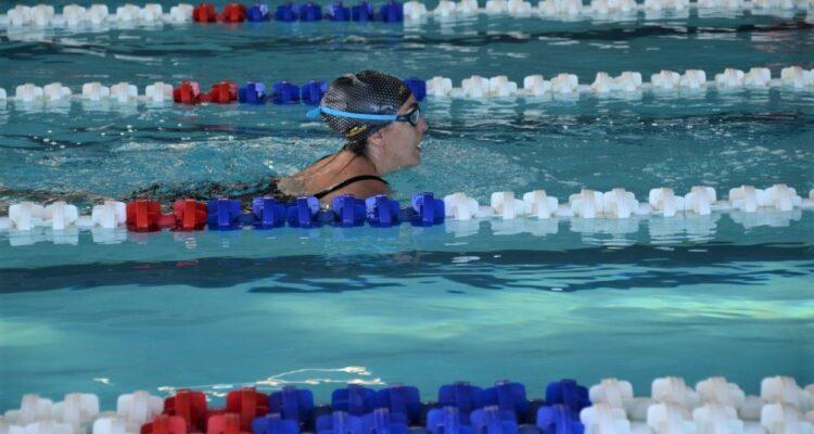 Uso libre de piscina cubierta
