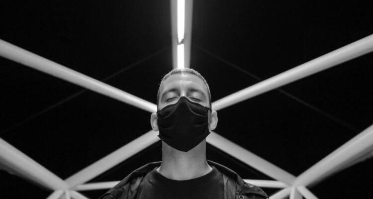 Música en Condeduque. Erik Urano presenta su álbum Neovalladolor