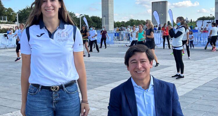 Sofía Miranda, concejala delegada de Deporte, y Borja Fanjul, concejal de Puente de Vallecas, participan en las actividades del Dia del Deporte 2021